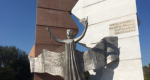 Monument__Tauelsizdik_tany_-_Dawn_of_Freedom__in_Almaty